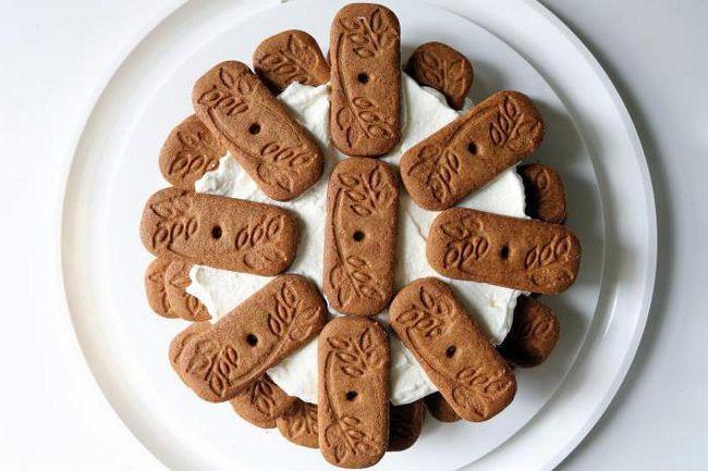 Фото - Швидкий торт з печива і сметани без випічки