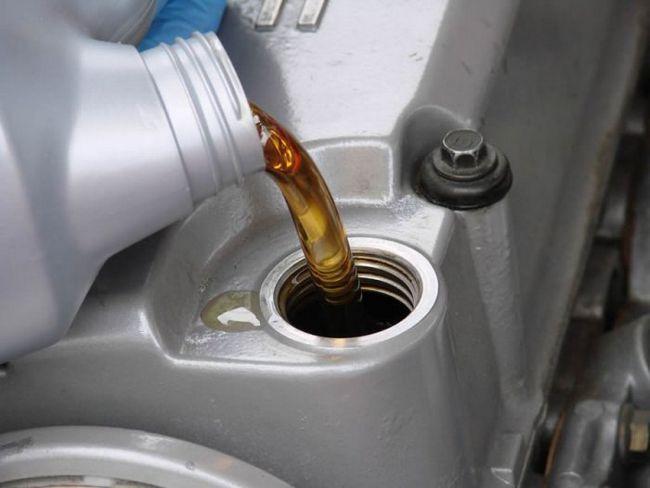 Фото - Чи потрібно міняти масло кожні 5000 кілометрів?