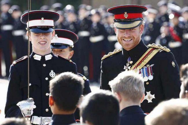 Фото - Принц гаррі справив фурор в королівській військовій школі герцога йоркського