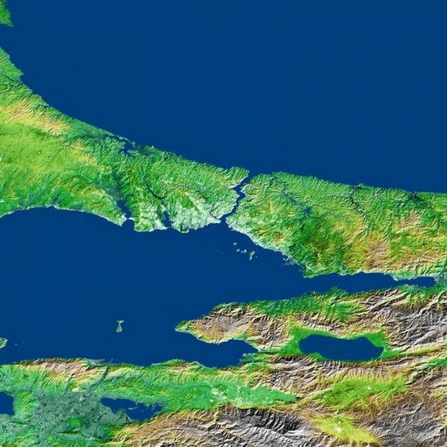 море, що розділяє Європу та Азію